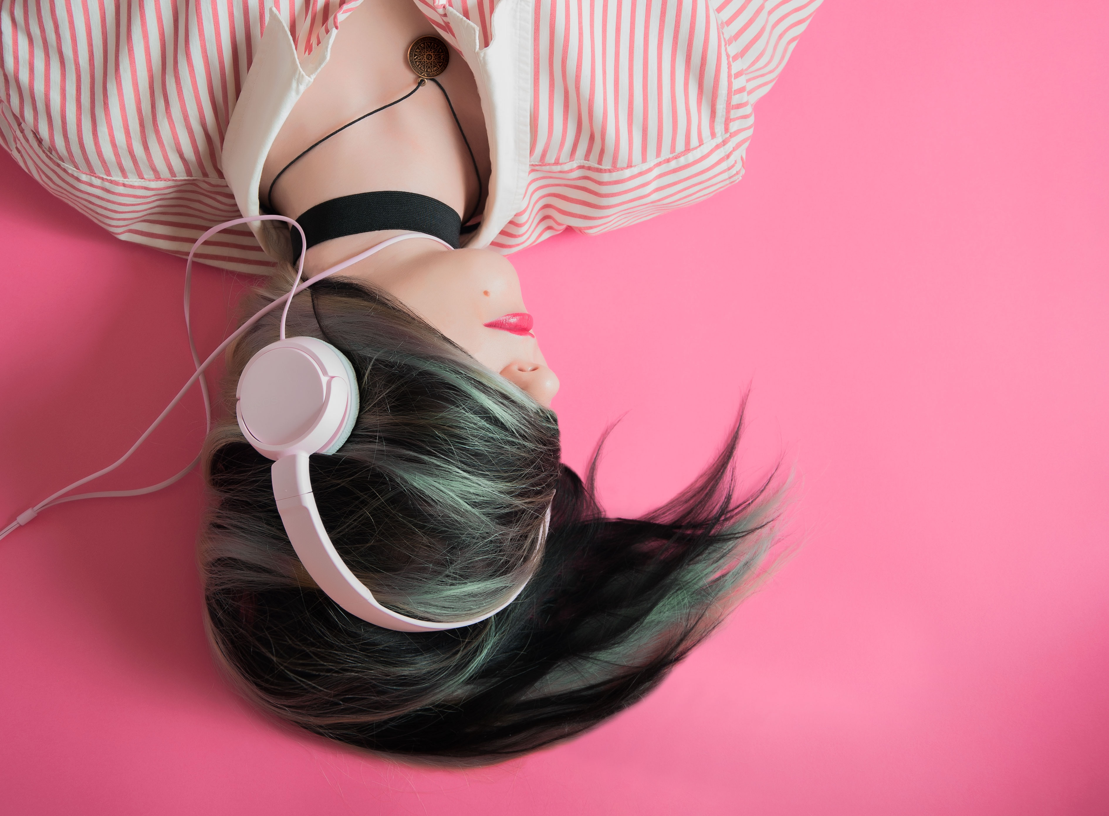 Looking To Buy a New Pair of Headphones? Here Are A Few Things to Keep In Mind Before You Make Your Purchase